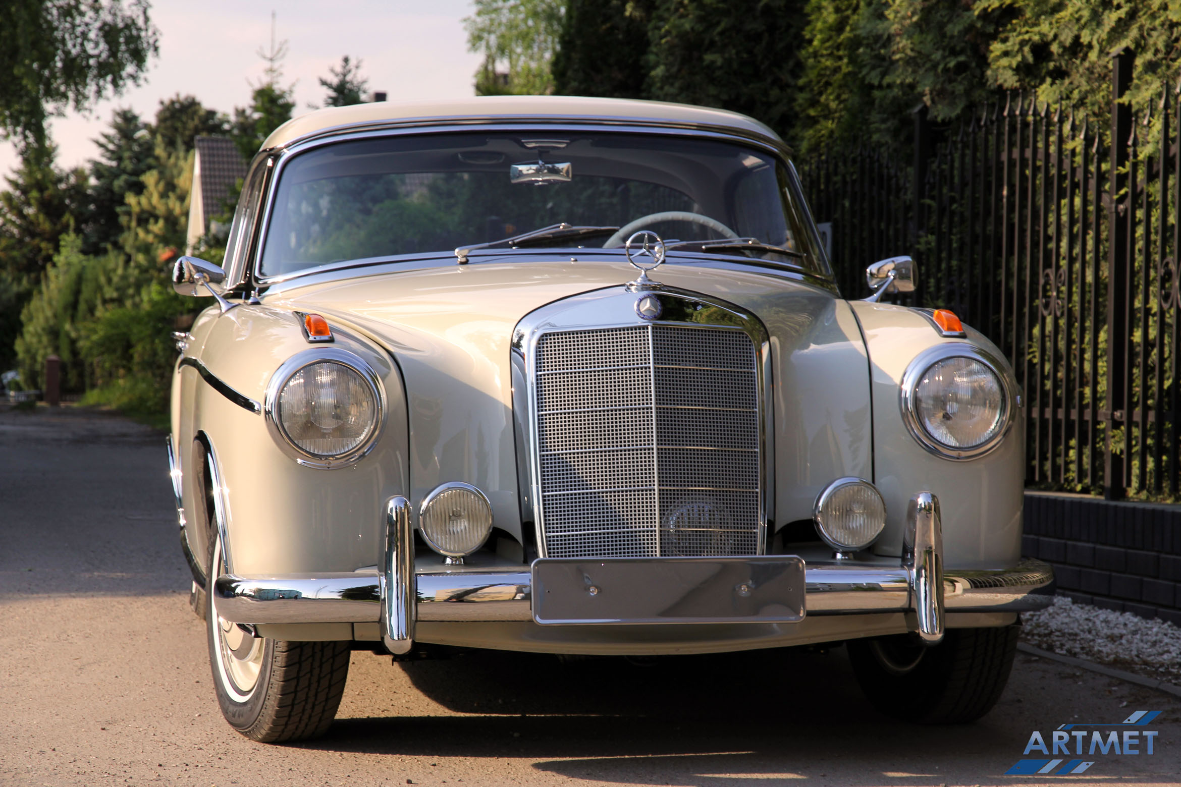 Mercedes-Benz 220 SE Coupe